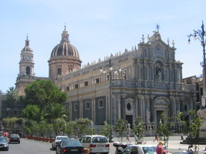 Catania duomo. Giovanni Battista Vaccarini's principal façade of 1736, is an example of the city's Sicilian Baroque