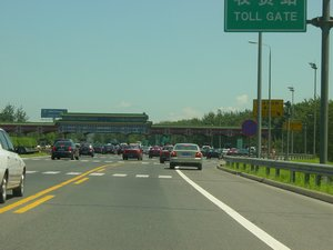 The Airport Expressway near the toll gate (July 2004 image)