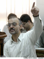 Dr. Hashem Aghajari defending his speech in court.